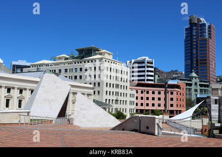 Te Aho a Maui, a split pyramid sculpture by the artist Rewi Thompson and the view into Civic Square, Wellington - Stock Photo