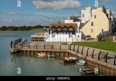 The waterfront at Shoreham-By-Sea in West Sussex, England. With boats on River Adur and buildings on High Street. - Stock Photo