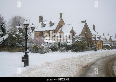 Large cotswold stone house in the snow. Chipping Campden, Cotswolds, Gloucestershire, England - Stock Photo