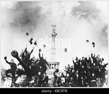Russian troops celebrate victory at the 'Tiergarten' in Berlin. Date: May 1945 - Stock Photo