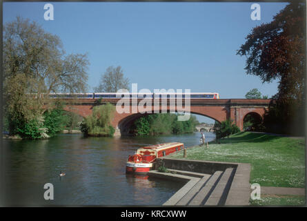 Brunel's brick railway bridge  at Maidenhead, Berkshire,  England, which has the widest,  flattest arches in the - Stock Photo