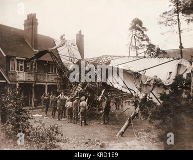 An army airship, the Morning Star Lebaudy Dirigible, which crashed into Woodlands Cottage, the home of Captain and - Stock Photo