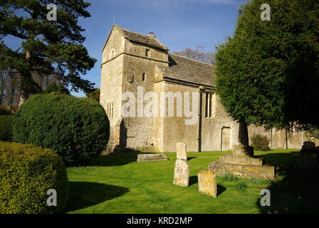 St Peter's Church in the village of Ampney St Peter, Cotswolds, Gloucestershire.      Date: 2011 - Stock Photo
