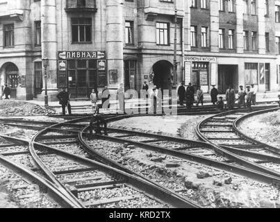 Repairs underway on tramlines in central Petrograd (St Petersburg) in 1923.     Date: 1923 - Stock Photo