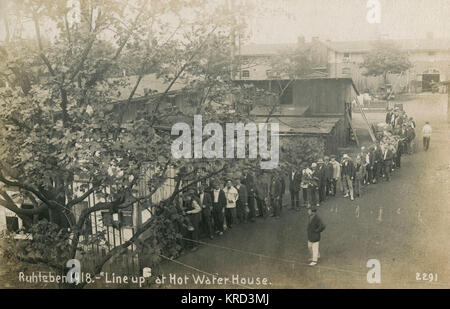 Inmates of the Ruhleben civilian internment camp near Berlin, queue up at the hot water house.  The Ruhleben camp - Stock Photo