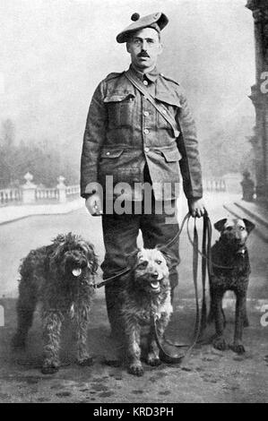 Keeper Reid with three of his messenger dogs, trained to take messages between trenches and across dangerous stretches - Stock Photo