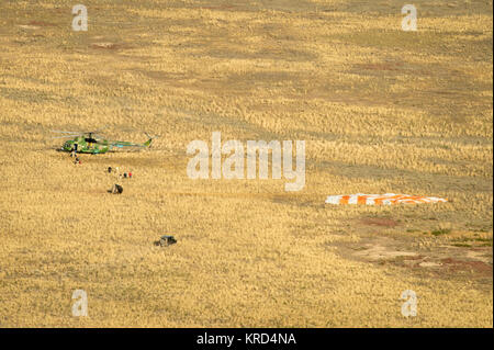 Russian search and rescue teams arrive just moments after the landing of the Soyuz TMA-08M spacecraft with Expedition - Stock Photo