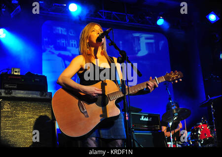 Chris Norman (Smokie), Gitarristin Michelle Plum : EUROPA, DEUTSCHLAND, HAMBURG, 15.11.2015: Chris Norman und Band - Stock Photo