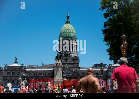 December 18, 2017 - Buenos Aires, Ciudad Autónoma de Buenos Aires, Argentina - Groups assemble peacefully in front - Stock Photo