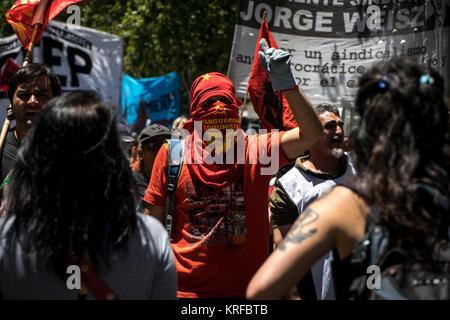 December 18, 2017 - Buenos Aires, Ciudad Autónoma de Buenos Aires, Argentina - Chanting slogans, a masked protestor - Stock Photo