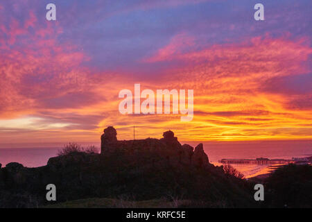 Hastings, East Sussex, UK. 19th Dec, 2017. Spectacular winter sunset over Hastings Castle and the new pier, after - Stock Photo