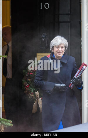 London, UK. 20th Dec, 2017. Prime Minister Theresa May leaves 10 Downing Street for Prime Minister's Questions in - Stock Photo