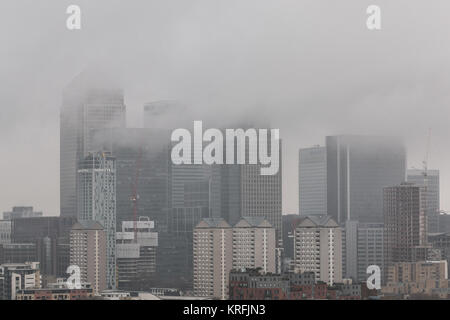 London, UK. 20th Dec, 2017. UK Weather: Foggy day over the city including Canary Wharf business park buildings in - Stock Photo