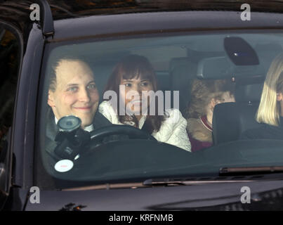 London, UK. 20th Dec, 2017. Freddie Windsor, leave the HM Queen Elizabeth II annual Christmas lunch, at Buckingham - Stock Photo