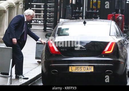 Downing Street. London, UK. 20th Dec, 2017. David Davis, Secretary of State for Exiting the European Union departs - Stock Photo