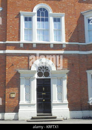 Entrance door to a building in the High Street, Pershore, Worcestershire.      Date: 2011 - Stock Photo