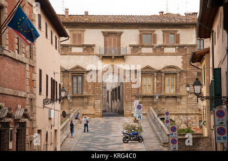 Ponte Campana (bridge) and Manierist Palazzo Campana from XVI century by Baccio d'Agnolo on Via del Castello in - Stock Photo