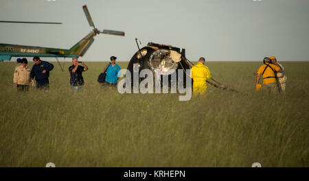 Russian Search and Rescue teams arrive at the Soyuz TMA-15M spacecraft shortly after it landed with Expedition 43 - Stock Photo