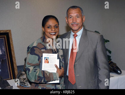 U.S. Marine Corps Maj. Gen., retired, Charles Bolden, Jr. (right) spends time with U.S. Army Master Sgt. Pagan along - Stock Photo