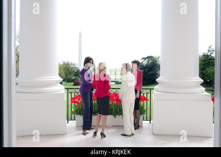 U.S. First Lady Michelle Obama (left) speaks with Second Lady Jill Biden, former First Lady Rosalynn Carter, and - Stock Photo