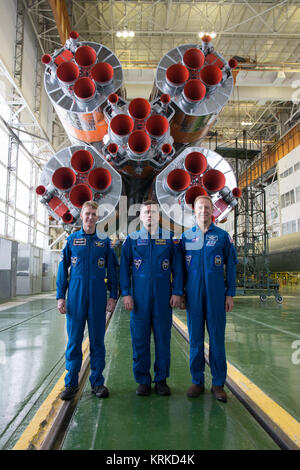 In the Integration Facility at the Baikonur Cosmodrome in Kazakhstan, Expedition 46-47 crewmembers Tim Peake of - Stock Photo
