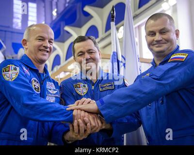 Expedition 47 crew members: NASA astronaut Jeff Williams, left, Russian cosmonaut Oleg Skripochka of Roscosmos, - Stock Photo