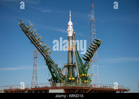 The gantry arms close around the Soyuz MS-04 spacecraft to secure the rocket at the launch pad on Monday, April - Stock Photo