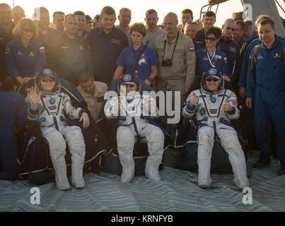 Expedition 52 crew members NASA astronaut Peggy Whitson, left, Roscosmos cosmonaut Fyodor Yurchikhin, center, and - Stock Photo