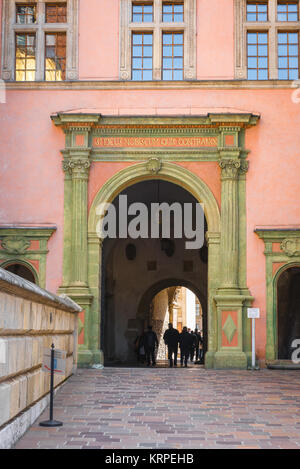 Castle Krakow, tourists pass through the vaulted passageway linking Krakow Cathedral to the Royal Castle courtyard - Stock Photo