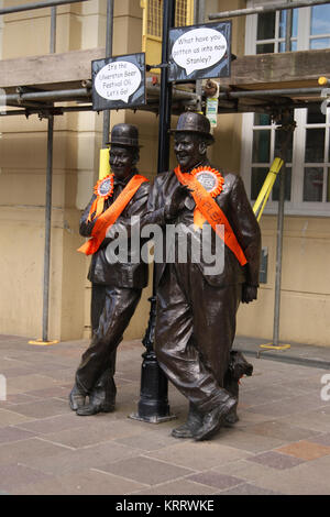 Bronze Statue of Stan Laurel and Oliver Hardy, Ulverston - Stock Photo