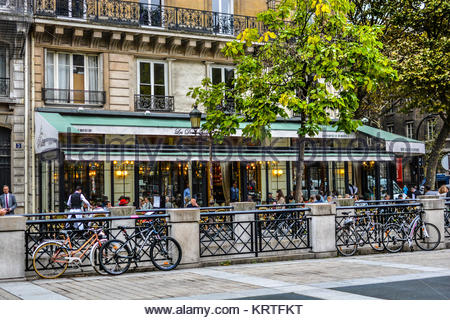 Brasserie Les Deux Palais, notable sidewalk cafe and Parisian restaurant on the Ile de la Cite in Paris France - Stock Photo