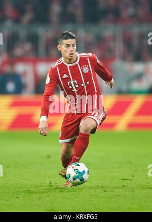 Munich, Germany. 20th Dec, 2017. FC Bayern Munich Soccer, Munich, December 20, 2017 James RODRIGUEZ, FCB 11 drives - Stock Photo