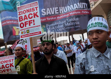 KUALA LUMPUR, MALAYSIA - DECEMBER 22: Protester hold a Placard message during Solidarity Save Baitulmaqdis (Jerusalem) - Stock Photo