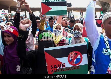 KUALA LUMPUR, MALAYSIA - DECEMBER 22: Protester show a placard message during Solidarity Save Baitulmaqdis (Jerusalem) - Stock Photo