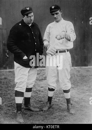 -Washburn with Rube Marquard, New York, NL (baseball)-  (2162714047) - Stock Photo