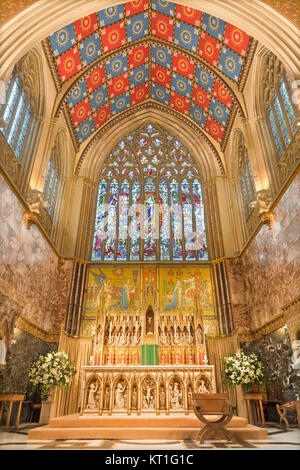 LONDON, GREAT BRITAIN - SEPTEMBER 18, 2017: The sanctuary of church Immaculate Conception, Farm Street with the - Stock Photo
