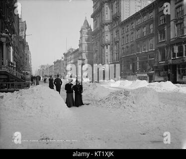 Fifth Avenue after a snow storm - Stock Photo