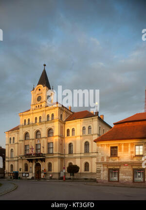 Tschechien, Südböhmen, Netolice, Hauptplatz mit Rathaus - Stock Photo