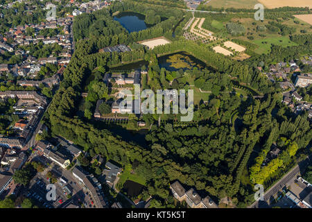 Wickrath Castle, moated castle complex on the Niers, Park, Vorburg, Mönchengladbach, Lower Rhine, North Rhine-Westphalia, - Stock Photo
