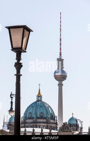 Blick auf die Kuppeln des Berliner Doms und des Berliner Fernsehturms - Stock Photo