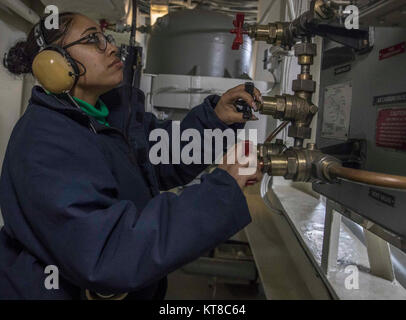 ATLANTIC OCEAN (Dec. 11, 2017) Aviation Boatswain's Mate (Equipment) 2nd Class Lauren Smith tests the gage valves - Stock Photo