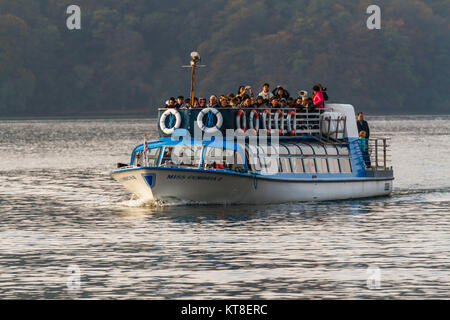 Miss Cumbria II with a full complement of passengers on Lake Windermere, The Lake District, Cumbria, England, UK - Stock Photo