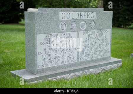 Justice Arthur J. Goldberg, buried in Section 21, Grave S-35, served at a captain and a major in the U.S. Army during - Stock Photo