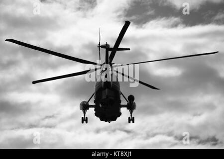Washington, USA. 22nd Dec, 2017. Marine One carrying President Donald Trump departs the White House for Palm Beach, - Stock Photo