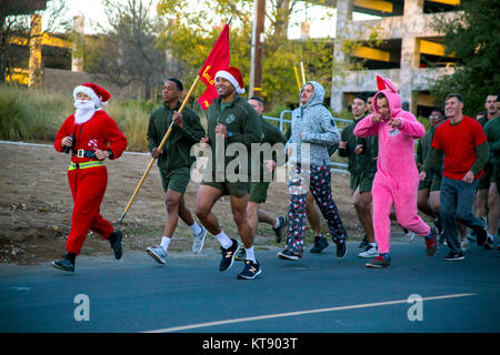 Oceanside, United States. 22nd Dec, 2017. U.S. Marines wearing Santa costumes take part in the annual Christmas - Stock Photo