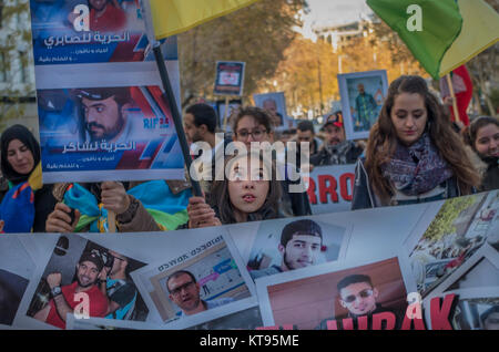 Madrid, Spain. 23rd Dec, 2017. Hundreds of Moroccan people protested in Madrid asking for freedom for the more than - Stock Photo