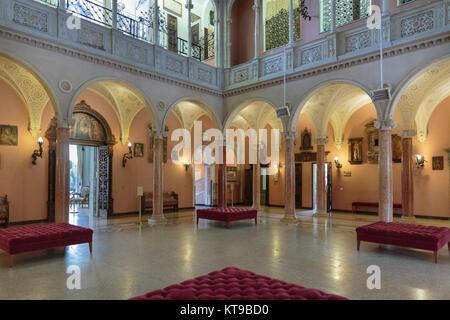 Interior courtyard at Villa Ephrussi de Rothschild, villa Île-de-France, Cote d'Azur, France - Stock Photo