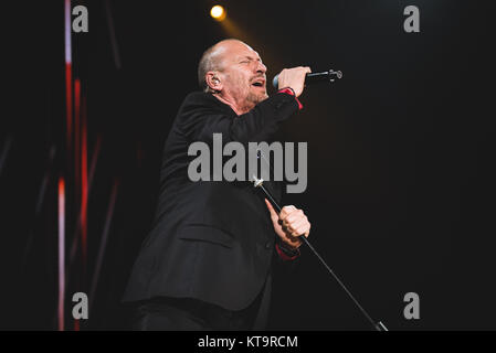 Turin, Italy. 21st Dec, 2017. Italy, 2017 December 21st: The Italian singer and song writer Biagio Antonacci performing - Stock Photo