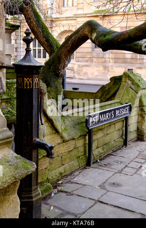 Around the University City of Oxford December 2017 St Mary's Passage - Stock Photo