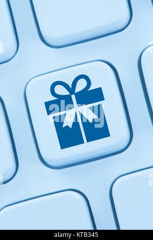 Geschenke Geschenk online Shopping einkaufen bestellen Internet web - Stock Photo